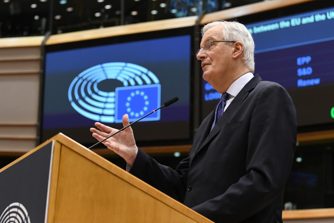 """""""Queremos equilibrio entre derechos y obligaciones, y reciprocidad. Nada más, pero tampoco nada menos"""", dijo Michel Barnier en el debate en el pleno."""