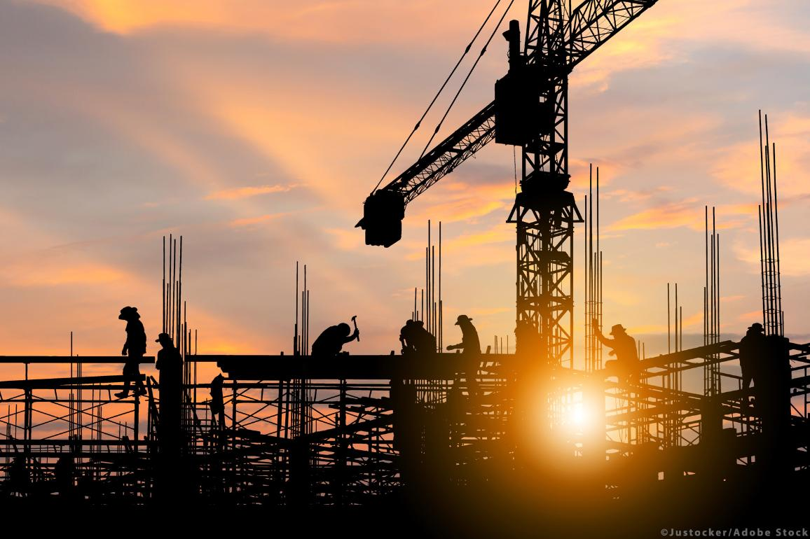 Silhouette of Engineer and worker con a construction site at sunset. ©Justocker /Adobe Stock