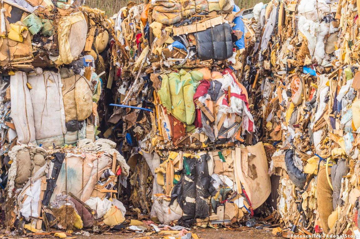 Recycling pressed bales from scrap material. ©AdobeStock_Fotoschlick