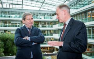 Photo of Gert Jan Koopman, Director General, and Commissioner Johannes Hahn talking.