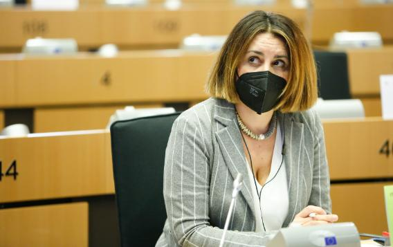 Chiara Gemma MEP speaks in the Beating Cancer Committee about childhood and rare cancers during a public hearing