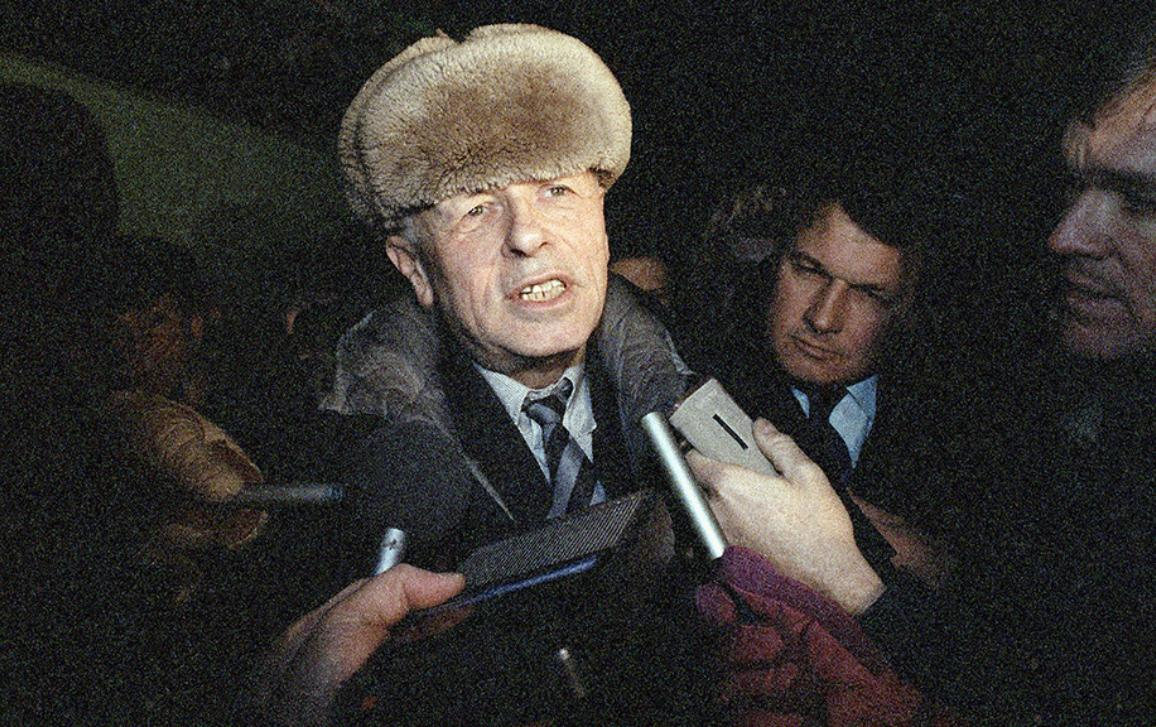 Every year, the European Parliament awards the Sakharov Prize for Freedom of Thought to courageous individuals or organisations that stand up for human rights and democratic values. But do you know the man behind the award? From developing the hydrogen bomb to defending political prisoners, meet Andrei Sakharov.