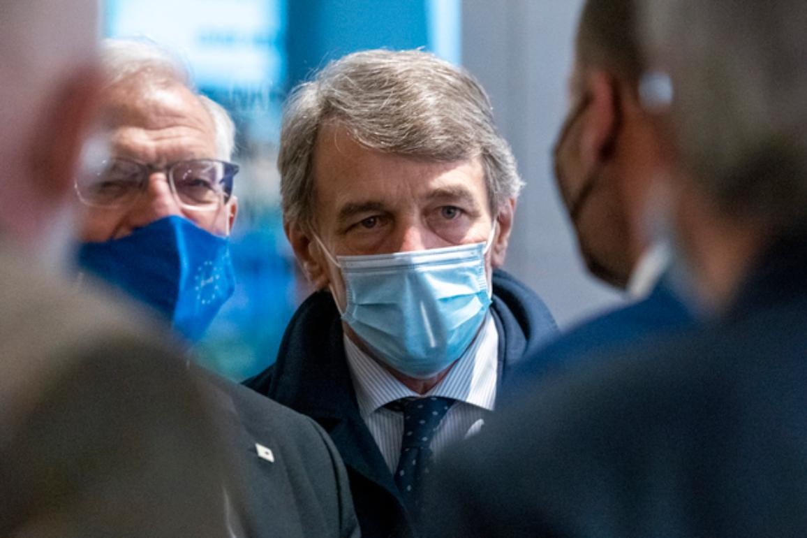 David Sassoli s rúškom na tvári.