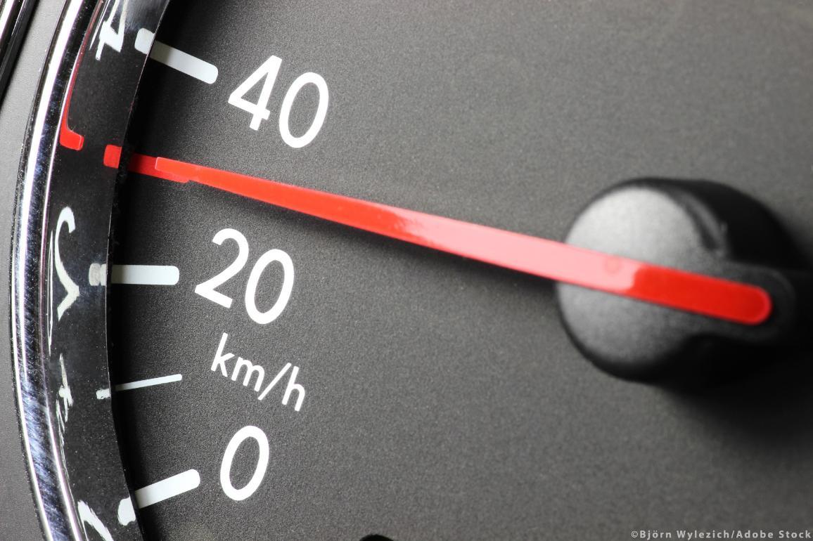 30 km/h zone speed limit ©AdobeStock/Björn Wylezich