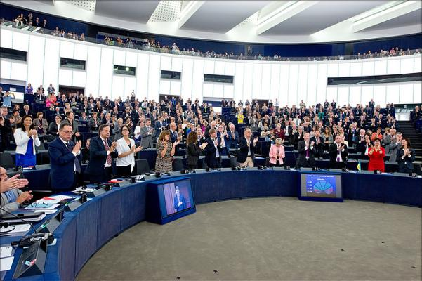 MEPs applaud the signing of the EU-Ukraine Association Agreement on 16th September 2014