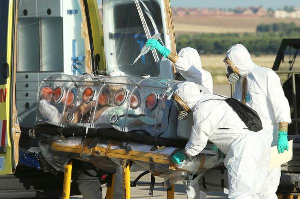 Miguel Pajares, who contracted the deadly Ebola virus, being transported to the hospital upon his arrival in Spain. The Roman Catholic priest later died due to the disease. ©BELGA/AFP PHOTO/SPANISH DEFENSE MINISTRY/INAKI GOMEZ